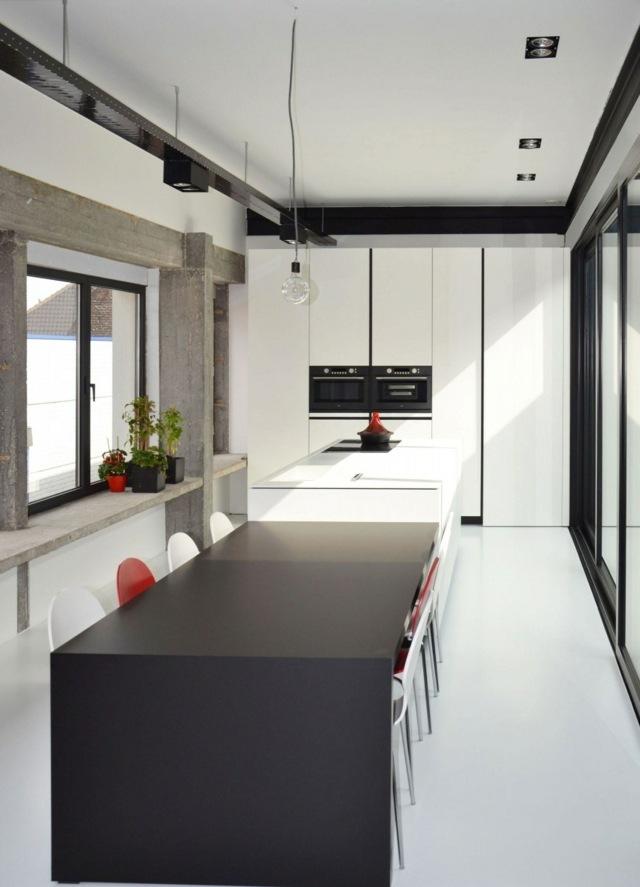Schwarz-weiße-Ausstattung-Küchnebtisch-rechteckig